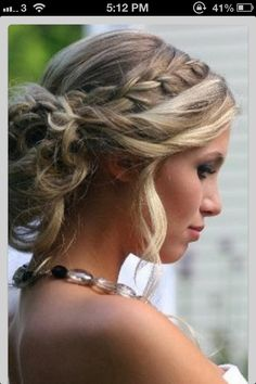 Love this updo for bridesmaids #bohochic