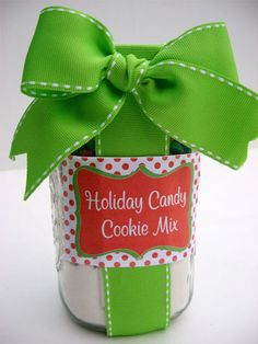 Holiday Candy Cookies in a Jar Hi, I'm Cindy from Skip to my Lou! Please come visit me for crafty tutorials, handmade gift ideas, teacher appreciation ideas, sewing patterns and recipes! This yummy cookie mix makes … Mason Jar Meals, Mason Jar Gifts, Meals In A Jar, Gift Jars, Easy Diy Gifts, Creative Gifts, Homemade Gifts, Diy Christmas Gifts, Handmade Christmas