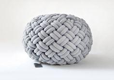 KNOTTY floor cushion (Ø 80 cm, light grey)