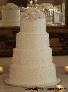 Round Wedding Cake, White Piped Details, Gumpast Flowers, 4 Tiers