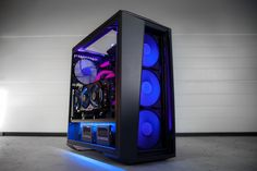 PC modding at its best via this DIY skills! This rig was built on a MasterCase 5 Pc Gaming Setup, Computer Setup, Computer Case, Pc Gamer, Best Budget Pc, Room Setup, Pc Setup, Custom Pc, Cooler Master