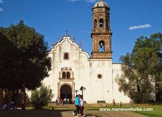 Tzintzuntzan es uno de los Pueblos Mágicos de Michoacán, se localiza en la Región del Lago de Pátzcuaro.