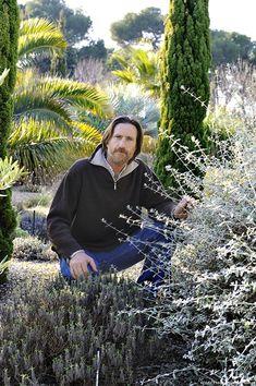 A garden that plays with drought Dry Garden, Gravel Garden, Garden Landscaping, Garden Online, Mediterranean Style, Permaculture, Gardening Tips, Garden Design, Landscape