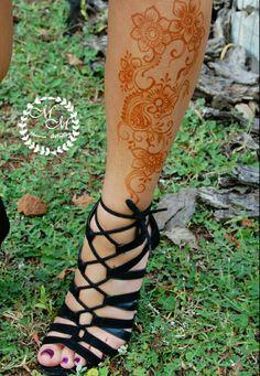Some 100% natural and fresh leg henna