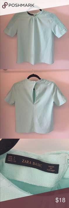 ⚡️ Zara Ruched Top Size Small Zara Ruched Top Size Small - gently worn, comes from smoke free home                                                                  97% polyester, 3% elastane Zara Tops