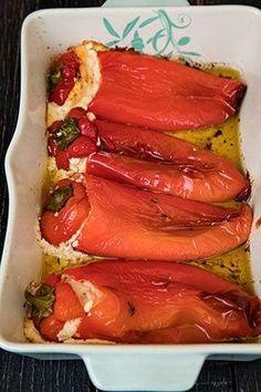ARDEI COPTI UMPLUTI CU BRANZA FETA | Diva in bucatarie Vegan Foods, Vegan Recipes, Cooking Recipes, Easy Chinese Recipes, Greek Recipes, Deli Food, Good Food, Yummy Food, Easy Eat