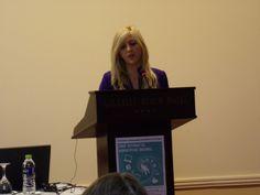 Η σπουδάστρια Αθηνά Τερζή προλογίζει το συγγραφέα & δημοσιογράφο Γιώργο Σκαμπαρδώνη στο #retreat2014