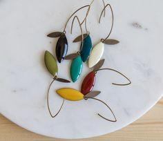 Tropfenohrringe von Designer Jisalée im Maison Mathûvû - Arts and crafts - . Diy Earrings, Vintage Earrings, Earrings Handmade, Handmade Jewelry, Hoop Earrings, Dainty Jewelry, I Love Jewelry, Crystal Jewelry, Silver Jewellery