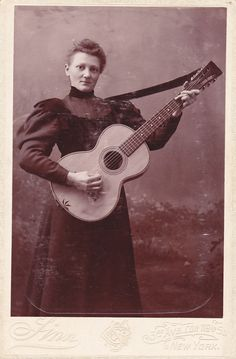 Vintage photograph, guitar playing woman