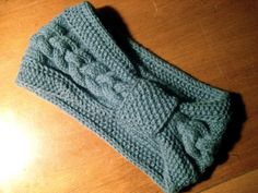 FREE Headband/Earwarmer Knitting Patterns – The Lavender Chair Cabled Headband Free Knitting Pattern Bandeau Crochet, Knit Or Crochet, Crochet Hats, Knit Hats, Knitting Hats, Crochet Ideas, Knitting Patterns Free, Knit Patterns, Free Knitting