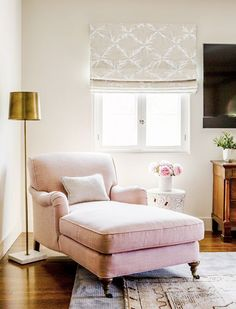 Delicieux Pink Linen Chaise With English Style Rolled Arms, Brass Lamp, Layered  Vintage Rugs