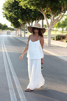 Vestido/Dress – Zara (SS 13) Sandalias/Sandals – Zara (SS 13) Clutch – Pieces Sombrero/Hat – ?
