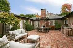 Incredibly charming central Piedmont home with fabulous floor plan & details. Piedmont, CA