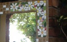 Moldura em mdf,  trabalhada com mosaico executado em pastilhas de cerâmica para as flores, e pastilhas de vidro nas demais partes.  Peça fina e muito chique.  OBS:   Peça Vendida