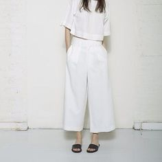 Roberta Crop Top by Apiece Apart from La Garçonne. Saved to clothes. Shop more products from La Garçonne on Wanelo. Classic Outfits, Casual Outfits, Photoshoot Inspiration, Style Inspiration, Fashion Details, Fashion Design, Wide Pants, Minimalist Wardrobe, Minimal Fashion