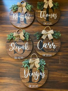 Fall Crafts, Holiday Crafts, Crafts To Make, Diy Crafts, Wooden Door Signs, Diy Wood Signs, Round Door, Cricut Craft Room, Wood Rounds