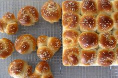 Soft and Delicious Honey Buttermilk Yeast Dinner Rolls