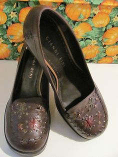 GIANNI BINI  WOMENS BROWN LEATHER  SLIP ON WEDGES  SIZE 8M  3 IN WEDGE  CUTE DESIGN ON  VAMP OF SHOE.  CHECK OUT PICS  VERY COMFY  SUPER CUTE  MINT CONDITION  FOR PREOWNED  WONDERFUL ADDITION TO  YOUR WARDROBE