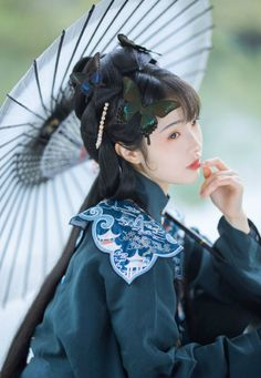 hanfu gallery (Chinese hanfu by 呱兮兮_) Real Doll, Peach Blossoms, Chinese Clothing, Drawing Clothes, Fantasy Girl, Hanfu, Chinese Style, Guys And Girls, Headdress