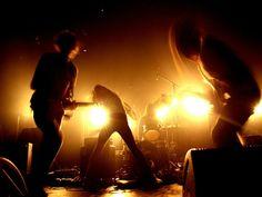 """Dois projetos trazem uma alternativa para encerrar o final de semana no Beco 203. Aos domingos, sempre às 19h, novidades da música brasileira são exploradas nos projetos """"Pulsa Música Nova"""" e """"Palco Beco"""", que se intercalam e trazem bandas diferentes toda semana. A entrada é Catraca Livre."""