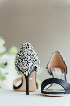 Black Peep Toe Wedding Shoes with a black and white bridal bouquet Peep Toe Wedding Shoes, White Wedding Shoes, White Bridal, Wedding Heals, Black And White Centerpieces, Types Of Gowns, Traditional Gowns, Rose Bridal Bouquet, Bridal Skirts
