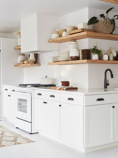 All White Kitchen with White Appliance. All White Kitchen with White Appliance. these White Kitchens are Anything but Boring Small Galley Kitchens, Cool Kitchens, White Kitchens, Open Kitchens, Dream Kitchens, All White Kitchen, New Kitchen, Kitchen Ideas, Rustic Kitchen