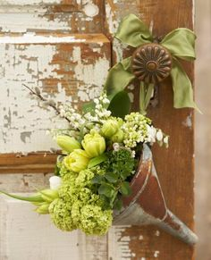 Cute doorknob bouquet for spring or for May Day! More spring decorating ideas: http://www.midwestliving.com/homes/seasonal-decorating/50-bright-and-easy-spring-decorating-ideas/?page=29