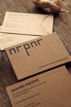 Carte de visite ARPAR Architecture imprimée sur carton recyclé français brun / business cards letterpress-printed onto recycled kraft-coloured french paper whith a geometrical blind deboss