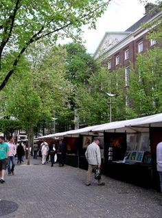 Artists on the Tree-lined Spui