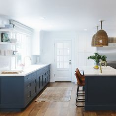 Navy Blue Kitchen Cabinets - Design photos, ideas and inspiration. Amazing gallery of interior design and decorating ideas of Navy Blue Kitchen Cabinets in laundry/mudrooms, kitchens by elite interior designers. Studio Kitchen, Kitchen Reno, New Kitchen, Kitchen Remodel, Brass Kitchen, Floors Kitchen, Kitchen Island, Kitchen Ideas, Cape Cod Kitchen