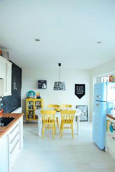 #Casa monocromática de Hayley com pops de #cor www.souzaafonso.com