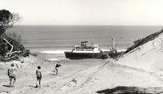 Cargueiro numa praia da zona de Chongoene, 1972. World, The Beach, The World
