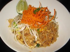 Food & Drinks -Pad Thai – With Shrimps, Chicken or Tofu. See More on http://www.thequirkybits.com/.