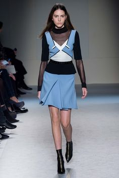 Roland Mouret Fall 2015 Ready-to-Wear Collection Photos - Vogue