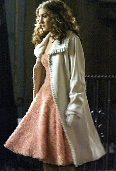 Carrie Bradshaw in such a pretty fifties style outfit. I loved this so much when I saw it on SATC.