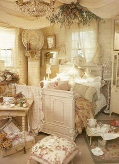 Fancy Bedroom Decorating in Shabby Chic Style. More Fancy Bedroom Decorating in Shabby Chic Style. Camas Shabby Chic, Shabby Chic Mode, Estilo Shabby Chic, Shabby Chic Interiors, Shabby Chic Bedrooms, Shabby Chic Furniture, Shabby Chic Decor, Vintage Furniture, Small Bedrooms