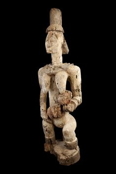 The Urhobo, who speak the Edo language, live in the western part of the Niger delta and believe they are of Bini, lgbo, and Ijo origin. They account for 400,000 people, divided into 18 clans, spread out over villages of 100 to 3,000 individuals. They do not have a centralized political organization. In each village, a ruling council consists of chiefs of lineages, chiefs of war, the priest-king ovie-guardian of the sanctuary of the common ancestor-and members of the ekpeko society.