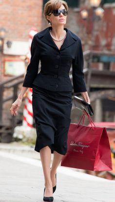Angelina Jolie in The Tourist suit designed by Colleen Atwood 2011 The Tourist Angelina Jolie, Angelina Jolie Movies, Angelina Jolie Style, Colleen Atwood, Estilo Fashion, Ideias Fashion, Tourist Outfit, Tourist Costume, Moda Casual