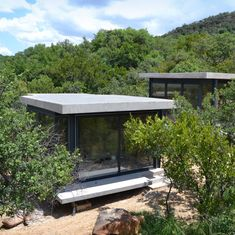 Bedroom pavilions in the South African Bushveld designed by architect Neels Bezuidenhout of NBAD.