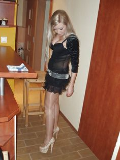 blond-teen-with-hairy-cunt