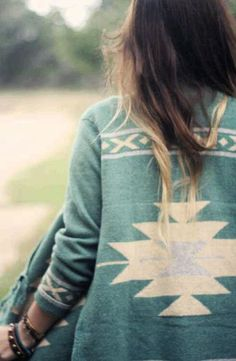 in lovee with this gorgeous teal sweater- fantastic way to bring bohemian style to the Fall style.