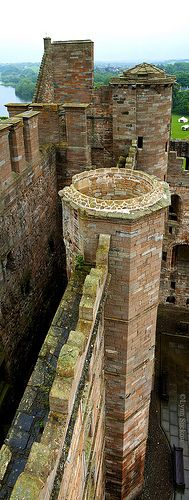 Linlithgow Palace . Scotland A royal manor existed on the site in the 12th century.[1] This was replaced by a fortification known as 'the Peel', built in the 14th century by English forces under Edward I. The site of the manor made it an ideal military base for securing the supply routes between Edinburgh Castle and Stirling Castle. The English fort was begun in March 1302 under the supervision of two priests, Richard de Wynepol and Henry de Graundeston.
