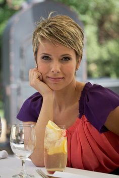 Girl with Short Blonde Hair   Short Hairstyles 2014   Most Popular Short Hairstyles for 2014
