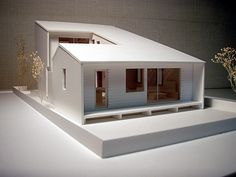 設計した「中庭のある家Ⅱ (郊外の敷地)」 敷地にゆとりがある住宅だったので、平面的に広がるがあるプランで その平面を大きな屋根で覆う構成です。 ...