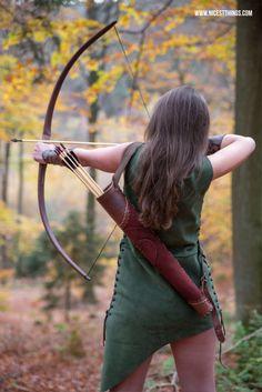 Bogenschützin-Kostüm und Waldelfen-Themenshooting