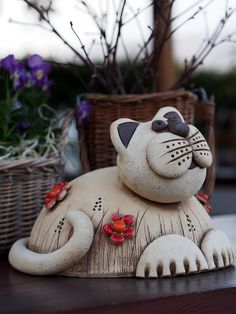 Newest Snap Shots clay pottery animals Thoughts Kočičanda / Vendor waren Keramikwerkstatt Hliněnka Pottery Animals, Ceramic Animals, Clay Animals, Ceramic Pottery, Pottery Art, Ceramic Art, Pottery Courses, Clay Cats, Ceramic Workshop