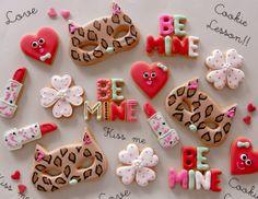 sugar cookies for valentine's day Valentine Desserts, Valentines Day Cookies, Valentine Treats, Fancy Cookies, Cute Cookies, How To Make Cookies, Sugar Cookie Frosting, Meringue Cookies, Sugar Cookies