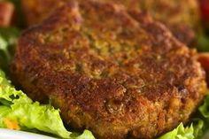 Gli hamburger di lenticchie sono un secondo piatto per eccellenza della cucina vegana e vegetariana. Gustosi e nutrienti, saranno ottimi anche per i più piccoli. Ecco come prepararli