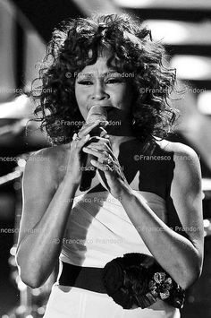 WHITNEY HOUSTON Whitney Houston Pictures, Female Artist, Free Youtube, Beautiful Voice, Motown, Female Singers, Great Love, Music Artists, Wonder Woman