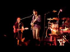 """Keb' Mo'  """"She Just Wants To Dance""""  live @ The Intersection- Perfect Music for a get together."""